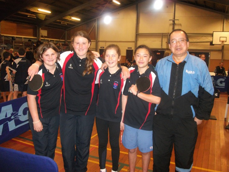 Junior Girl's Team Winners - Tauranga Intermediate. Jasmine Young, Abby Nyhoff, Paige Edelston, Jordan-Lee Munroe-Grennell and Malcolm Wong (Umpire).